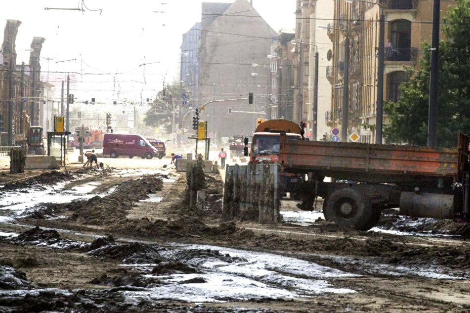 Die Flut im Jahr 2002 hinterließ ebenfalls eine Schneise der Verwüstung - doch da war Dresden viel dichter besiedelt.