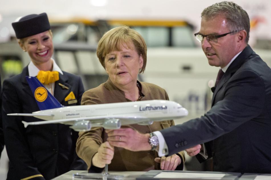 Bundeskanzlerin Angela Merkel (65, CDU) mit Lufthansa-Chef Carsten Spohr (53) (Archivbild).