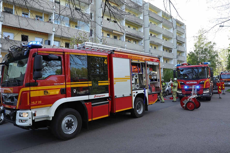 33 Feuerwehrleute mussten anrücken, um das Feuer in Griff zu bekommen.