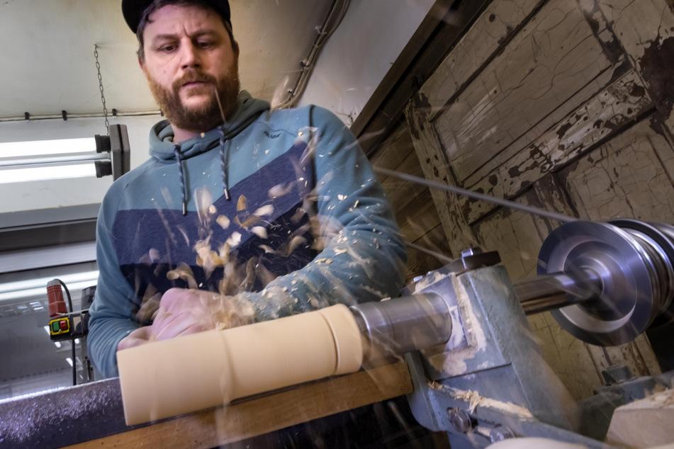 Kunst aus Seiffen: Meister Füchtner drechselt fürs Disneyland Paris