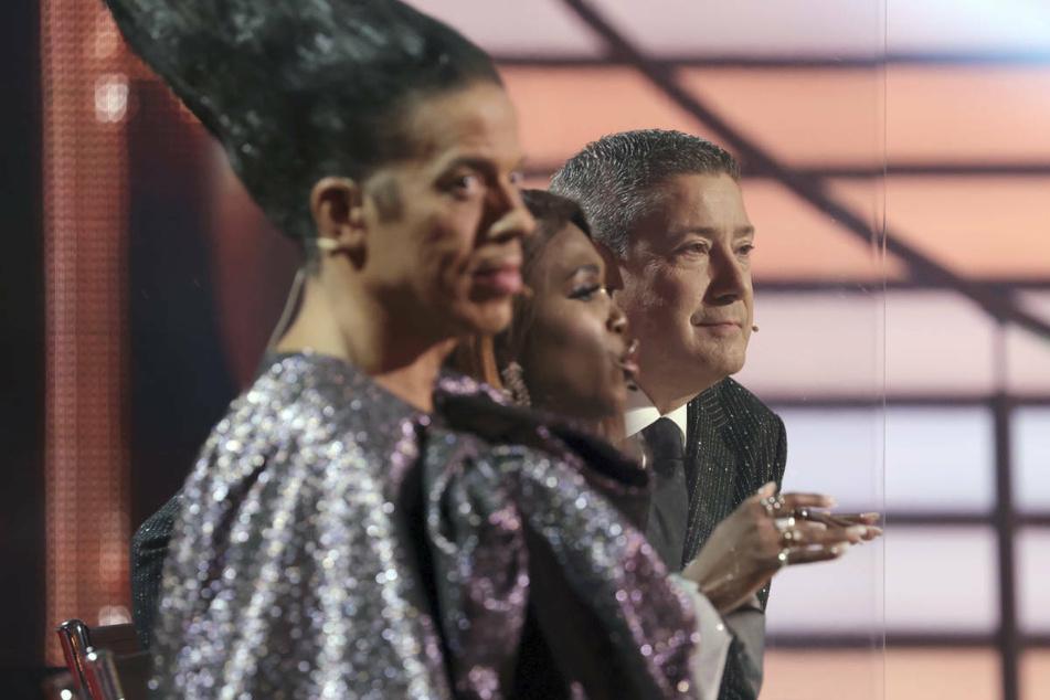 2013 komplettierte Jorge González (l.) die Jury, die in dieser Zusammensetzung bis heute alljährlich die Tanzversuche der Promis bewertet.