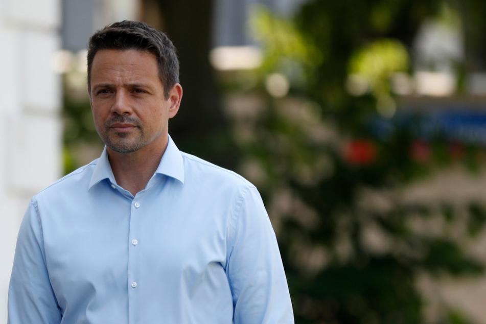 Rafal Trzaskowski (48), Bürgermeister von Warschau und Präsidentschaftskandidat von Polens größtem Oppositionsbündnis, ist auf dem Weg zu einem Wahllokal, um bei der Präsidentschaftswahl seine Stimme abzugeben.