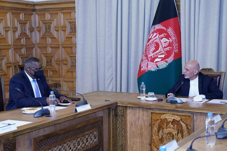 Afghan President Mohammad Ashraf Ghani (r) met with US Secretary of Defense Lloyd Austin in Kabul, Afghanistan on March 21.