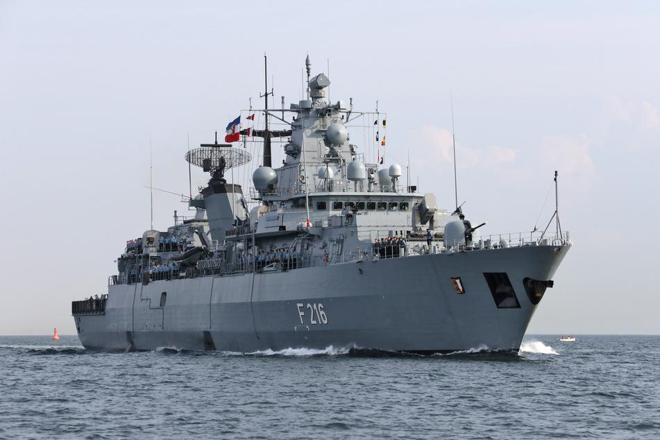 """Kriegsschiff """"Roter Adler"""" läuft zu NATO-Einsatz aus"""