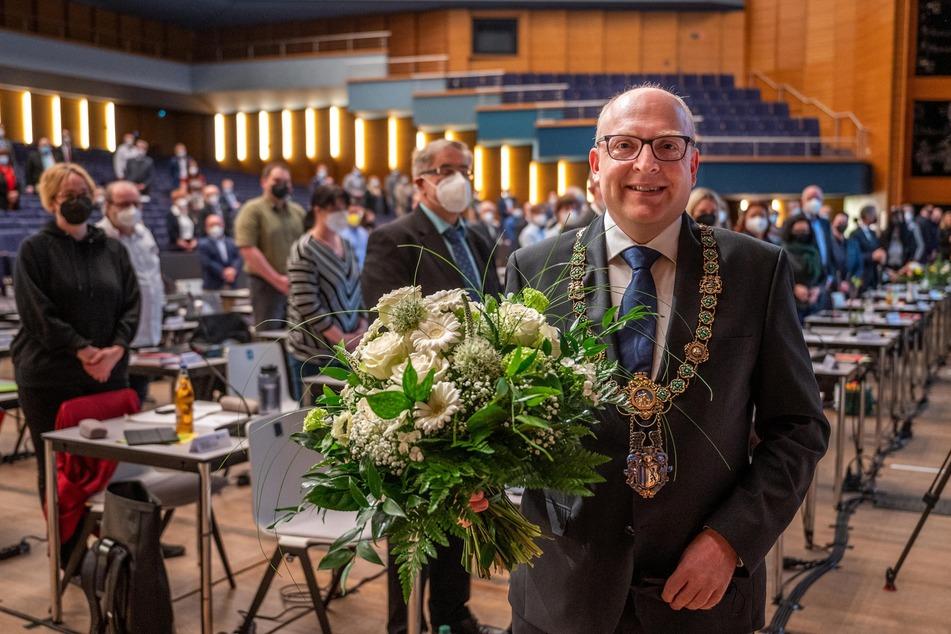 Sven Schulze (49, SPD) bekam am Mittwoch im feierlichen Rahmen die Amtskette des Oberbürgermeisters umgehängt.
