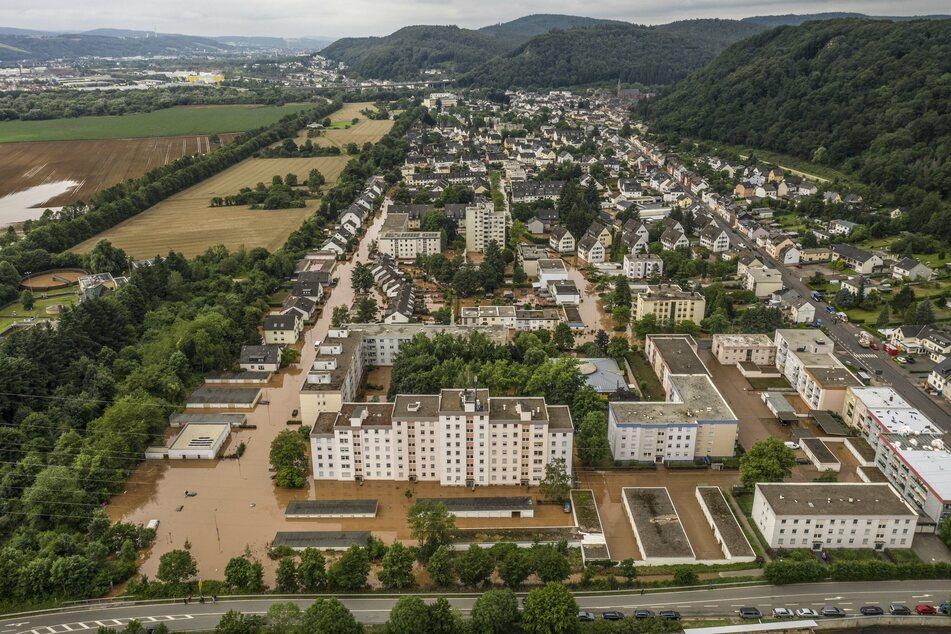 Straßenzüge in Trier Quint sind nach den verheerenden Regenfällen noch überschwemmt. (Aufnahme mit einer Drohne).