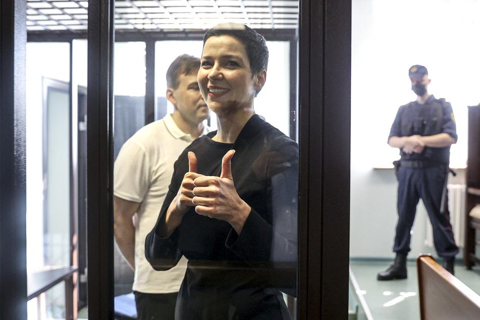 Maria Kolesnikowa (39) und Maxim Znak (hinten), Rechtsanwalt und führender Oppositioneller in Belarus, kommen zur Gerichtsverhandlung. Beide wurden zu Haftstrafen verurteilt.