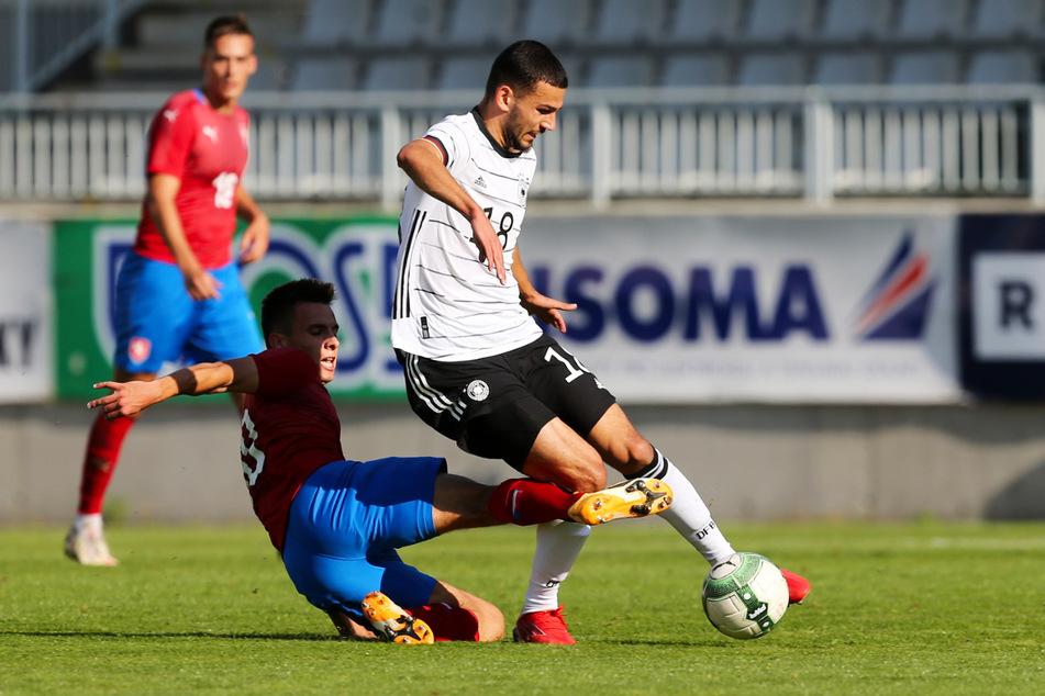 """Aues Soufiane Messeguem (20, r.) beim Spiel der """"U20"""" des DFB in Liberec gegen Tschechien. Da spielte von Beginn an."""