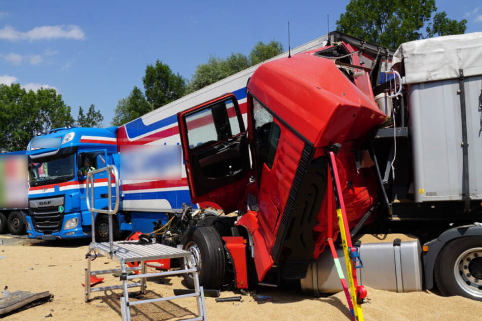 Unfall zwischen drei Lkw: A8 gesperrt
