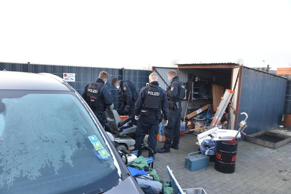 Am Dienstagmorgen durchsuchte die Polizei Köln eine Autowerkstatt in Wesseling.
