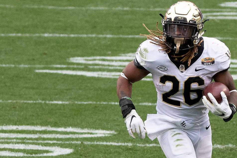 NCAA Football: The Demon Deacons dominated the Cavaliers on Friday night to stay unbeaten