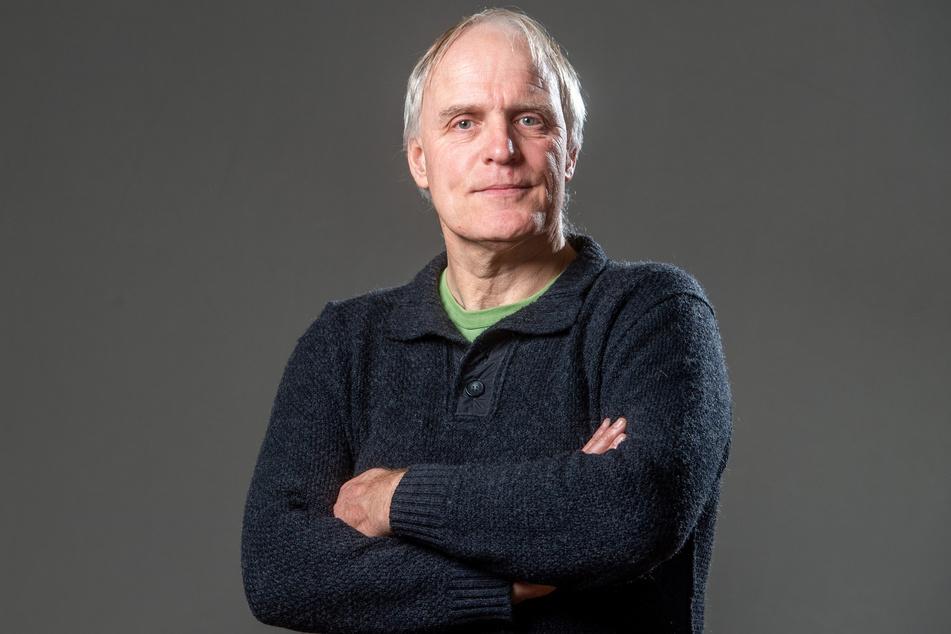 Grünen-Stadtrat Bernhard Herrmann (55) wehrt sich juristisch gegen eine Abmahnung durch zwei Rechtsextremisten.