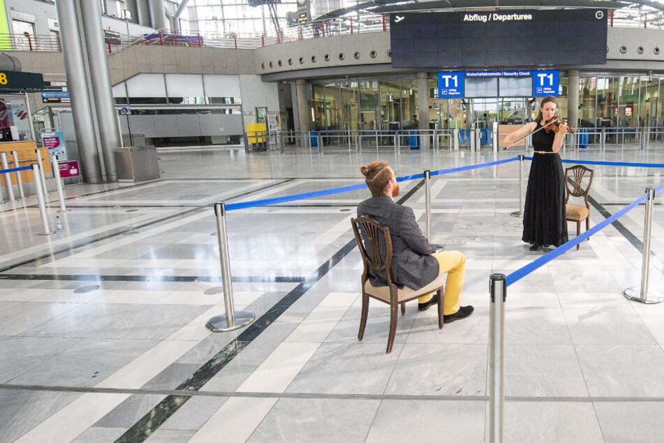 Intim trotz Sicherheitsabstand: Eins-zu-eins-Konzerte am Flughafen
