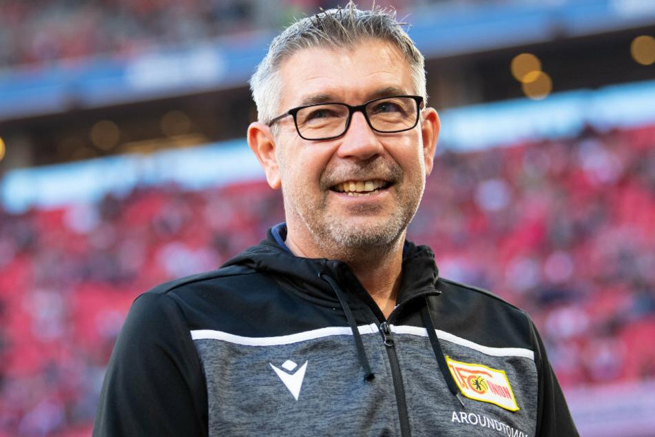 Trainer Urs Fischer von Berlin kommt vor dem Spiel in das Stadion. (Archivbild)