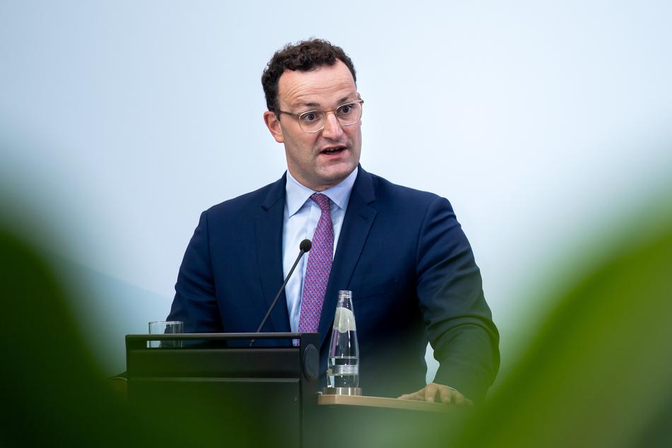 Jens Spahn (CDU), Bundesgesundheitsminister, äußert sich bei einer Pressekonferenz nach der Videokonferenz der EU-Gesundheitsminister. Bei der informellen Konferenz wurde unter anderem über Test- und Quarantäneregeln und die Beschaffung von Impfstoffen im Rahmen der Corona-Pandemie gesprochen.