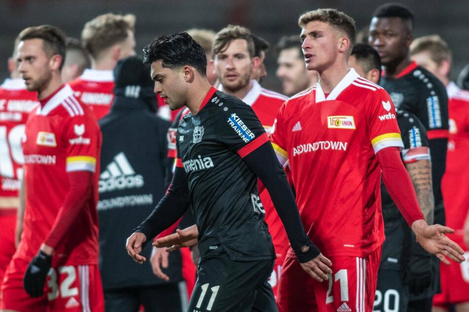 Das Hinspiel endete im Stadion An der Alten Försterei mit einem glücklichen 1:0-Sieg für Union Berlin und zog einen Rassismus-Eklat um Bayer-Spieler Nadiem Amiri (24, M.) nach sich.