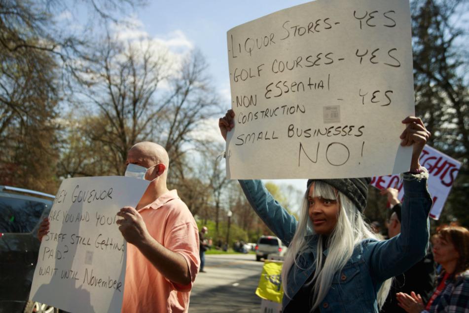 Indianapolis: Teilnehmer einer Demonstration wehren sich gegen die Auflagen.