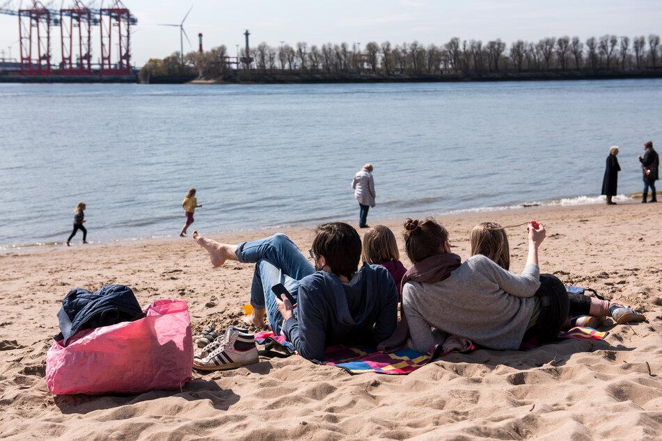 Ein umfangreiches Hoch über Mittelschweden sorgt zum Wochenendstart für ein freundliches Wetter im Norden Deutschlands. (Symbolbild)