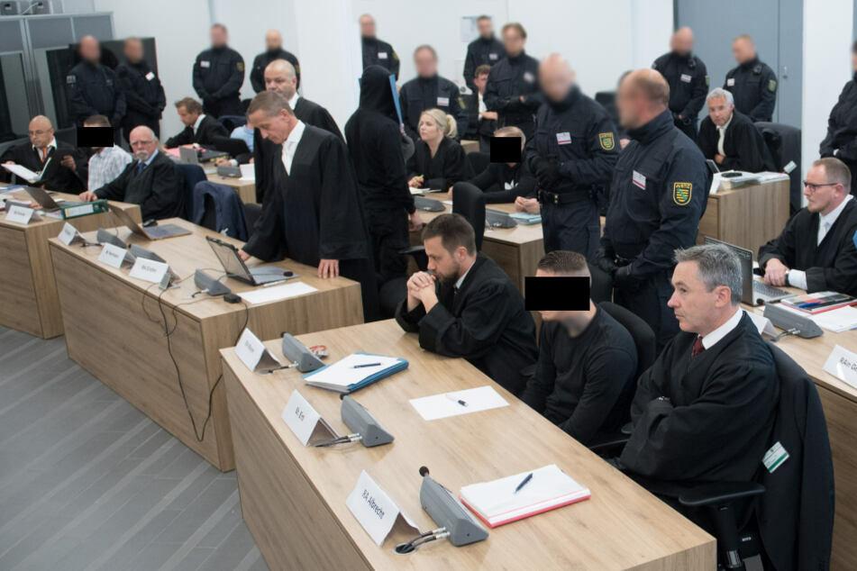 """Die Angeklagten von """"Revolution Chemnitz"""" im Oberlandesgericht Dresden. (Archivfoto)"""