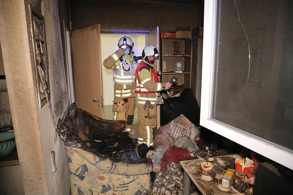 Der vermutliche Brandherd, ein Sofa. Die Kameraden der Feuerwehr konnten den Brand schnell löschen.