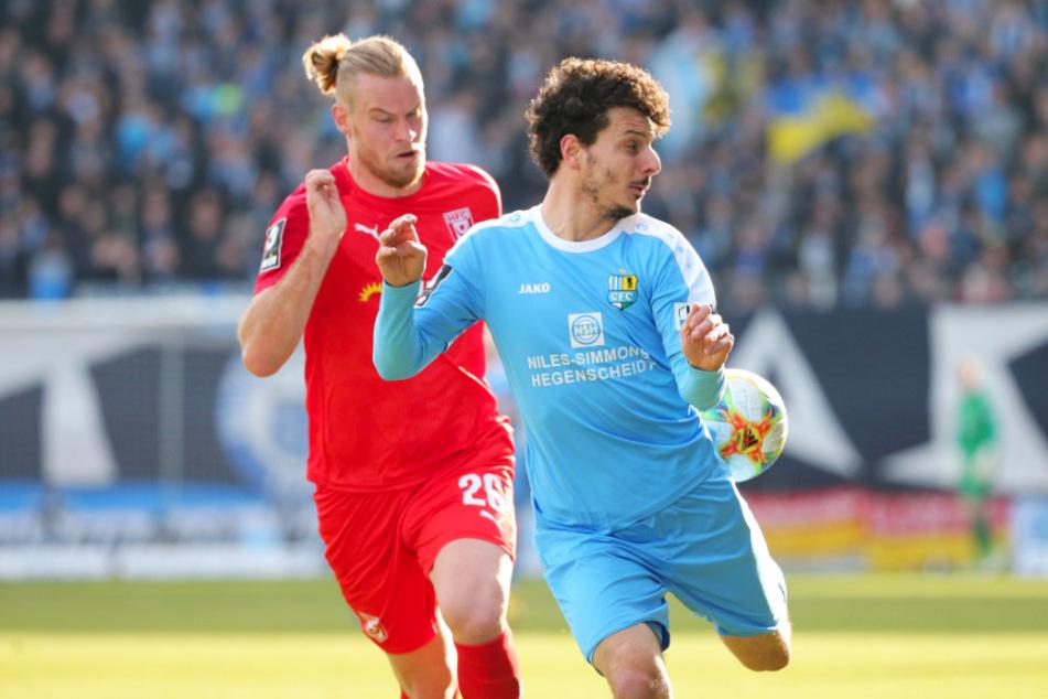 Hier noch gegeneinander, ab Dienstag miteinander: Sebastian Mai (l.) und Philipp Hosiner.