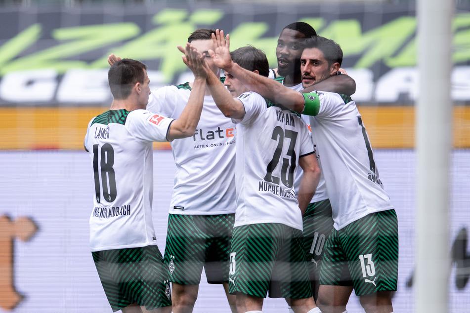 Gladbach-Kapitän Lars Stindl (32, r.) möchte auch in der kommenden Saison wieder viele Tore mit seinen Kollegen bejubeln.