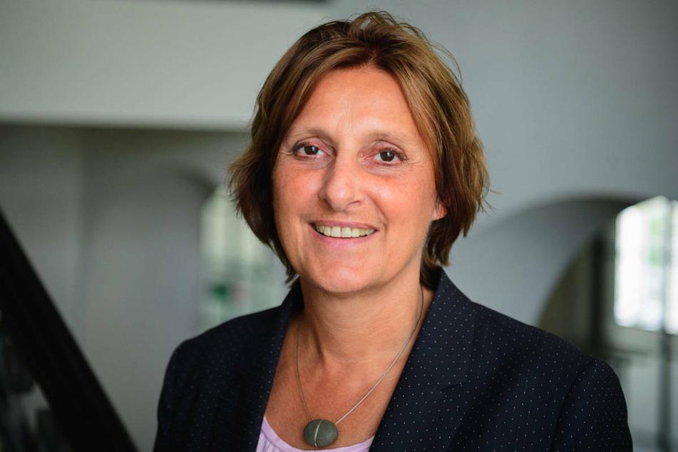 Brandenburgs Bildungsministerin Britta Ernst (60, SPD) hat sich am Donnerstag zuversichtlich gezeigt, dass der Unterricht an den Schulen trotz steigender Corona-Infektionszahlen im Regelbetrieb bleibt.
