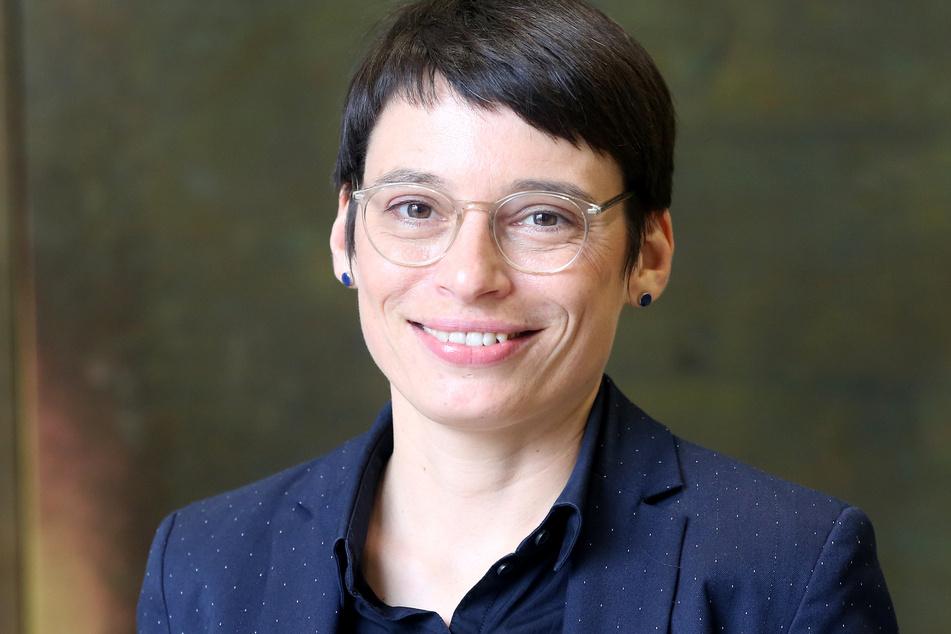 Grünen-Fraktionschefin Josefine Paul (39) fordert eine schnelle Einigung, da die Herausforderungen in NRW auch nach der Wahl wichtig bleiben.