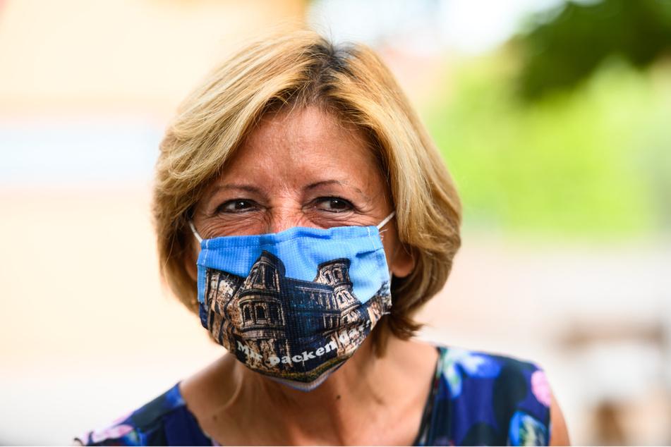 Die rheinland-pfälzische Ministerpräsidentin Malu Dreyer (59, SPD) mit Maske.