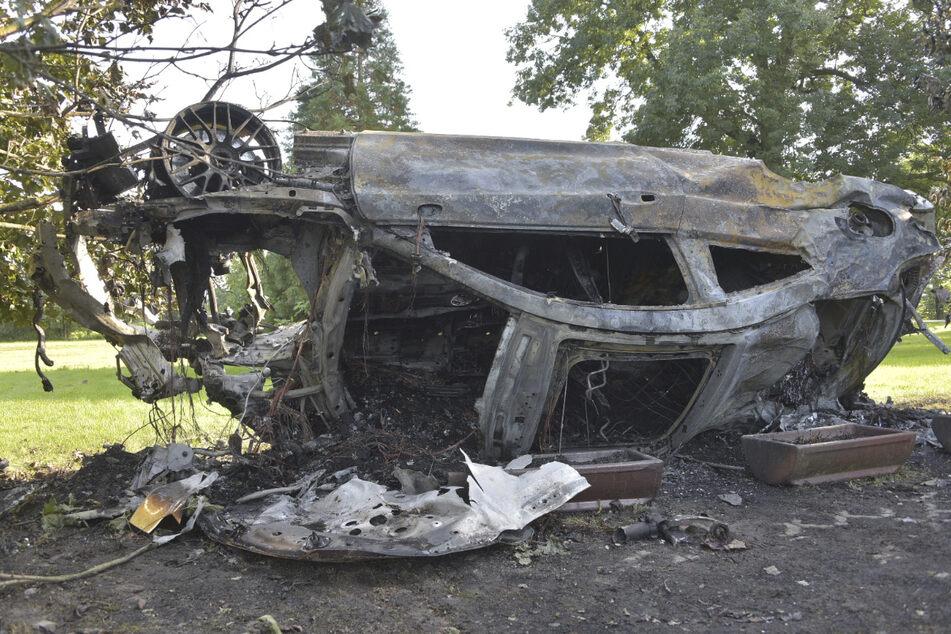Der Mercedes-AMG brannte komplett aus.