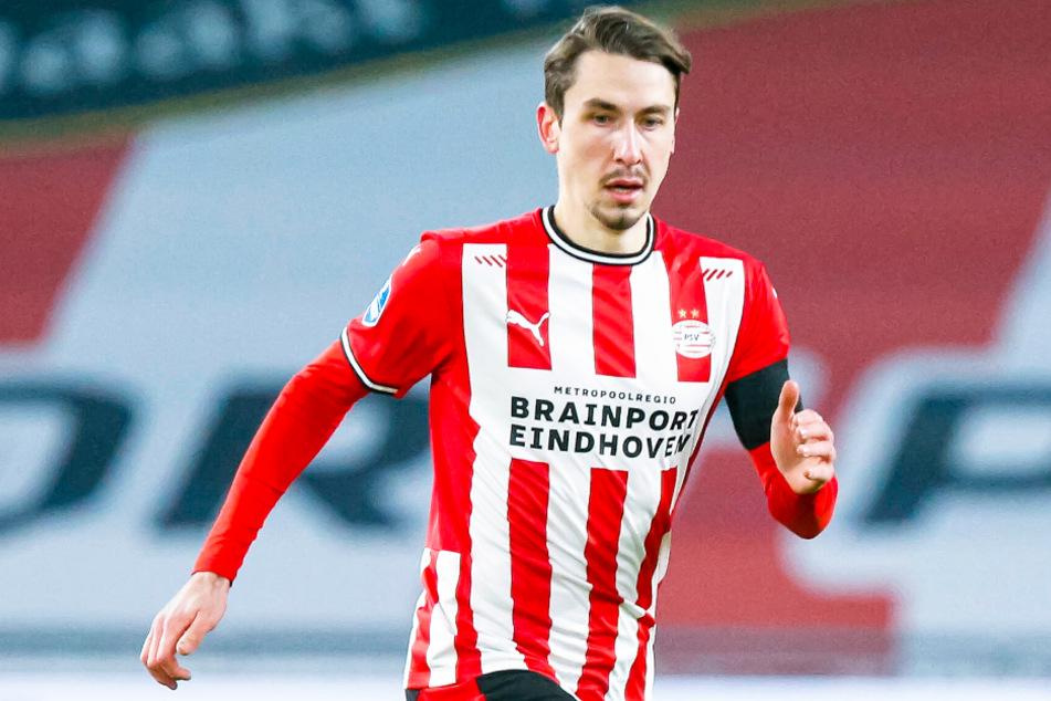Wie geht es für Eigengewächs Adrian Fein (22) vom FC Bayern München nach der ausgelaufenen Leihe zur PSV Eindhoven nun weiter?