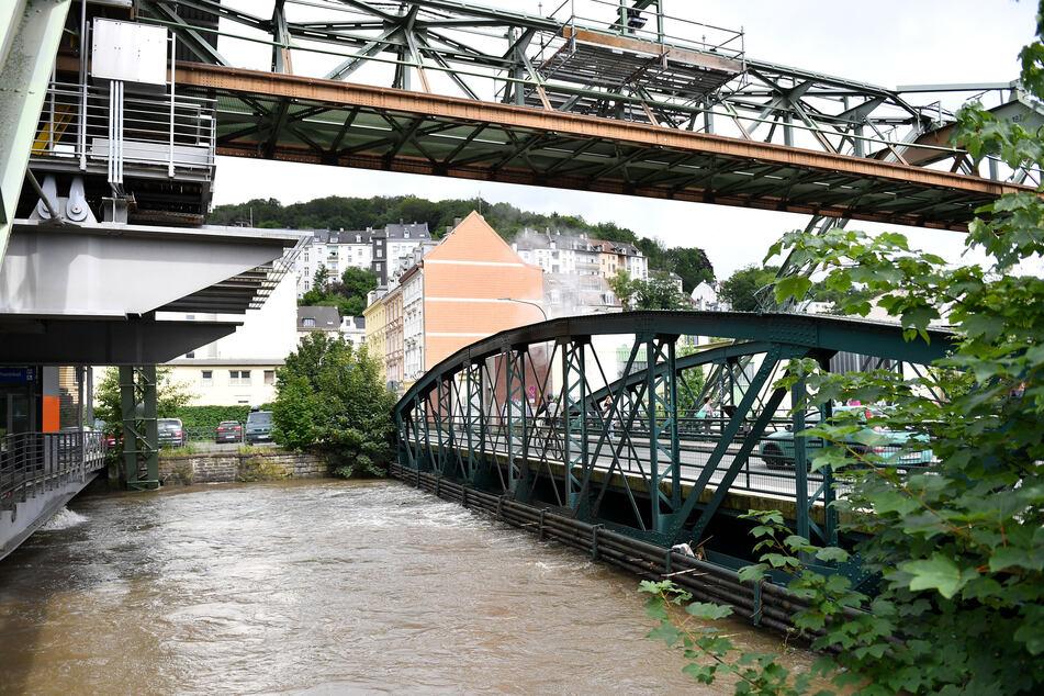 Die Wupper nach dem Starkregen in Wuppertal.