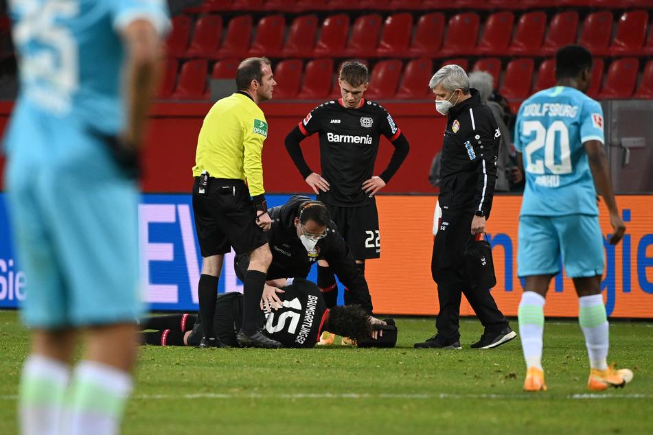 Leverkusens Julian Baumgartlinger (33) hat sich beim Spiel gegen Wolfsburg am Kreuzband verletzt.