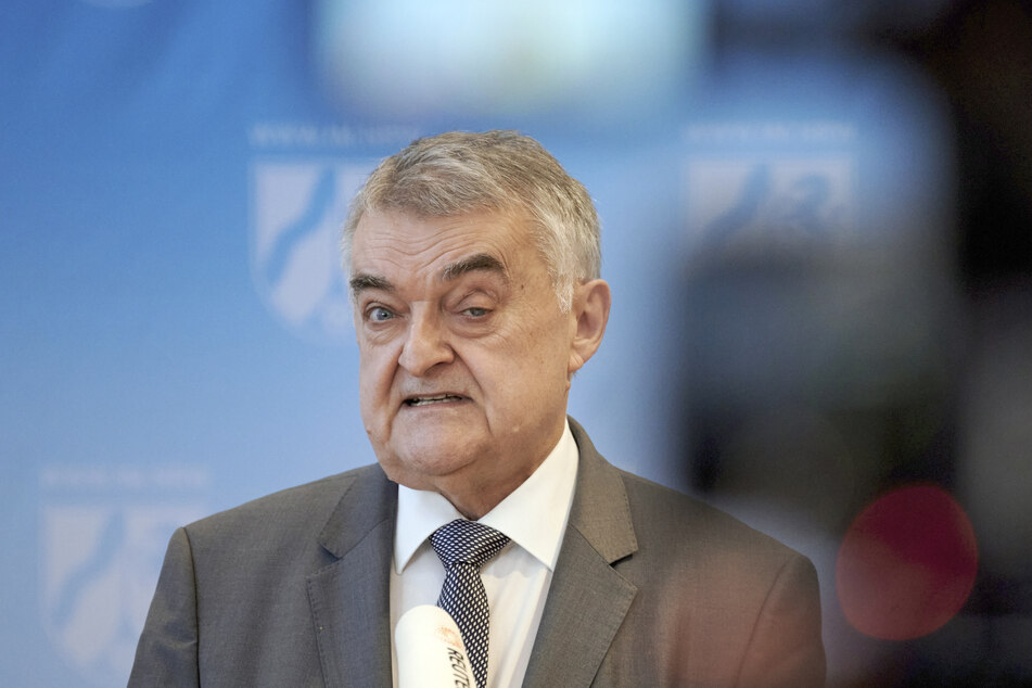 """NRW-Innenminister Herbert Reul, (68, CDU) hat das Vorgehen gegen die """"Querdenken""""-Bewegung begrüßt."""