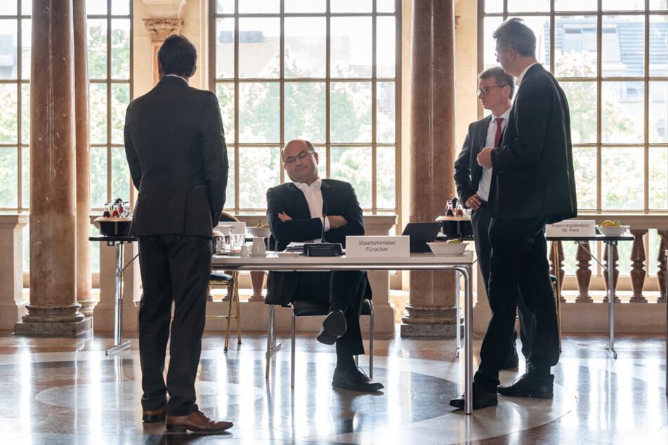 Bereits vor der Kabinettssitzung wurden einige Themen diskutiert.
