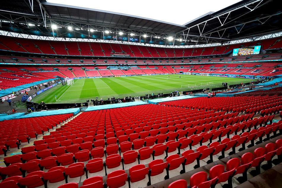 Im Londoner Wembley-Stadion spielen Deutschland und England im EM-Achtelfinale gegeneinander. Deutsche Fans dürfen aktuell aber nicht nach Großbritannien reisen.