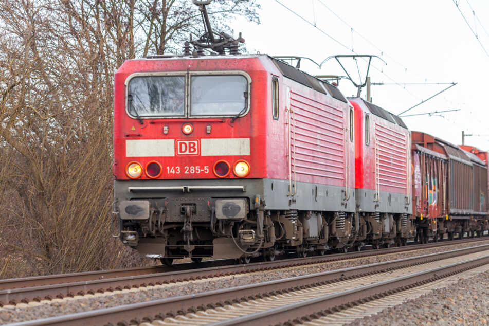 30 Kilo schweres Hindernis auf Bahngleis gestellt