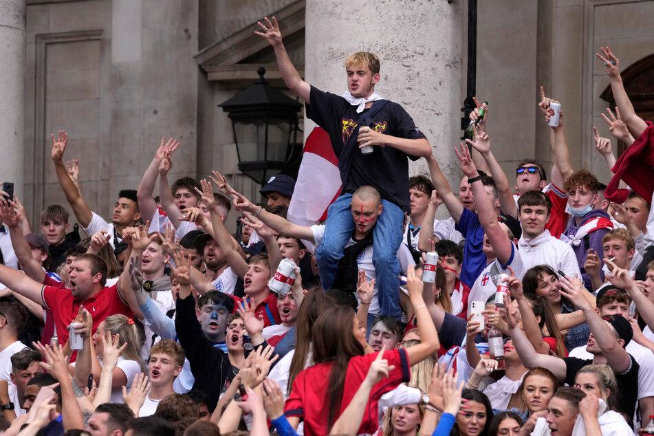 Die Euphorie ist groß. Viele englische Fans waren schon vor dem Match gegen Italien in Feierlaune und zeigten dies friedlich. Leider gab es auch einige unverbesserliche Anhänger.