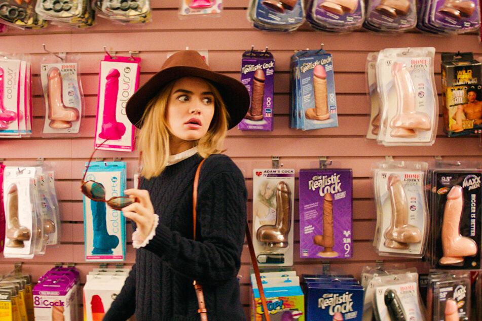 Vibratoren? Im Sex-Shop macht Lucy Neal (Lucy Hale) große Augen.
