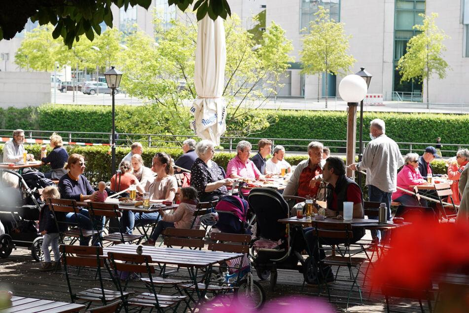 Abstandsregeln für Gaststätten in Berlin werden gelockert. (Symbolbild)