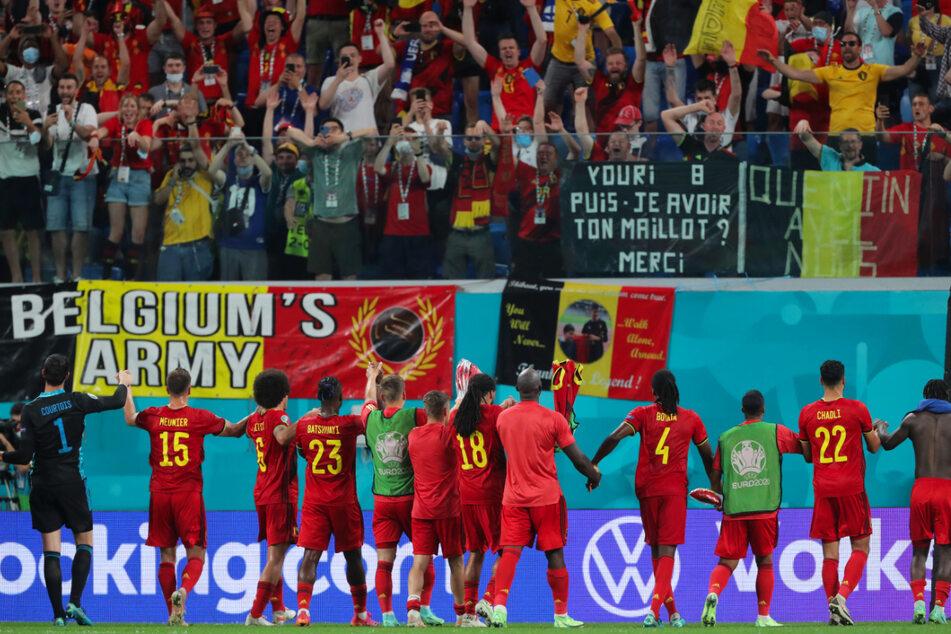 Belgien bejubelte mit den Fans nicht nur das Weiterkommen, sondern drei Siege in drei Spielen bei 7:1 Toren und damit Platz eins.