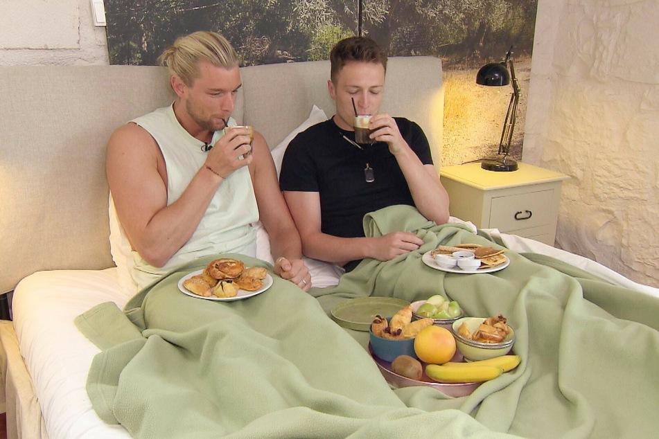 Das Frühstück im Bett rundet das Date ab.