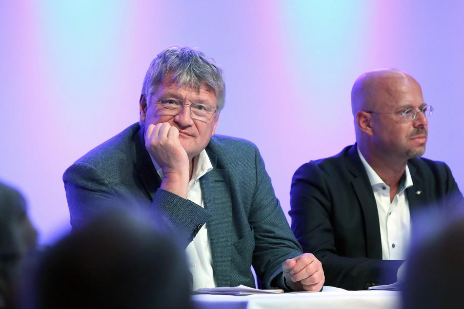 Er wirft dem AfD-Vorsitzenden Jörg Meuthen (l.) vor, mit Kalbitz' Rausschmiss die Partei verraten zu haben.