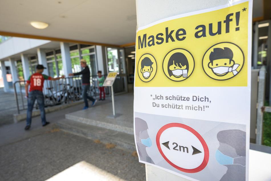 Bundesbildungsministerin Anja Karliczek (49) rechnet für den Schulbetrieb mit Beschränkungen bis in das nächste Schuljahr hinein. (Archivbild)