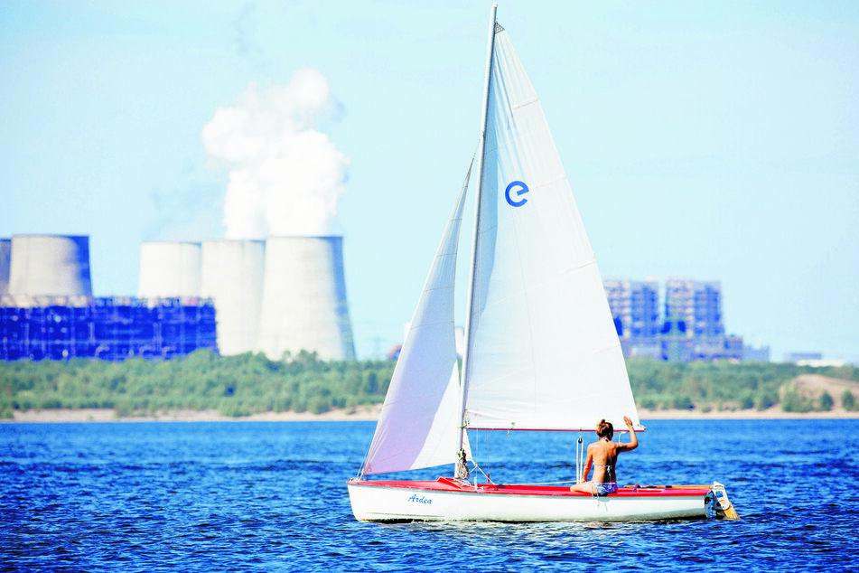 Auf dem Bärwaldes See kann man sich kleine Segelboote ausleihen.