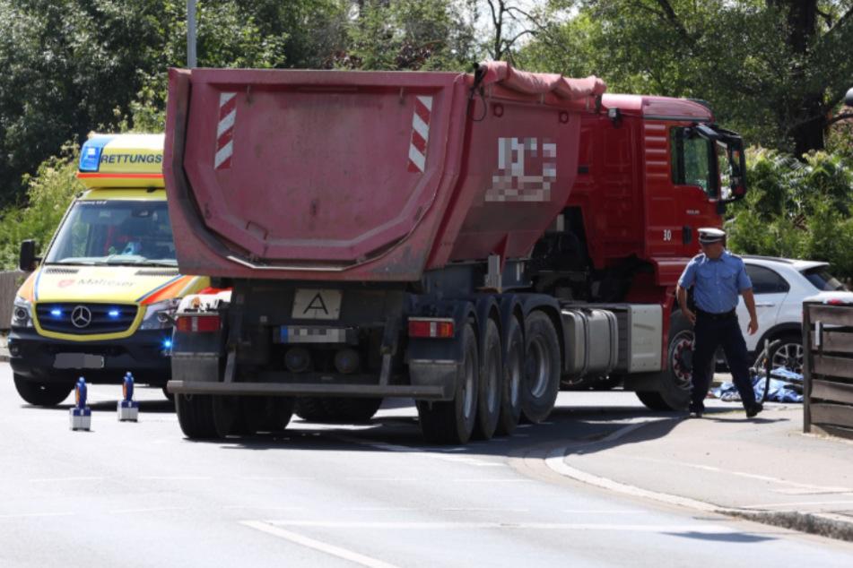 Tödlicher Unfall: Radfahrerin stirbt nach Kollision mit Lastwagen