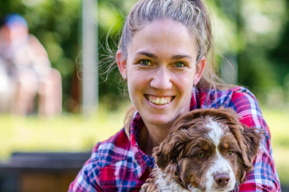 Lässt sich von Dana Leopold (33) trainieren: Junghund Bamboo mit Frauchen Marina Metschke (35).
