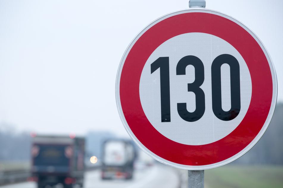 Die Freien Wähler sind gegen ein generelles Tempolimit auf der Autobahn. (Symbolbild)
