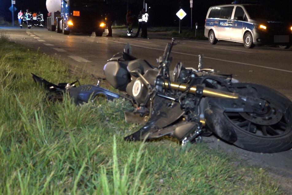 16 Jahre alter Motorradfahrer kracht in Lastwagen und verletzt sich schwer
