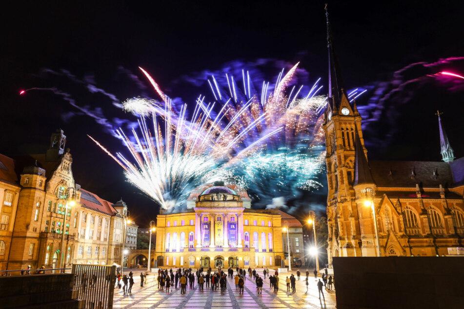 Abendparty: Am Mittwochabend fand ein Feuerwerk zwischen Kunstsammlungen, Petrikirche und vor der Oper statt.